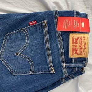Curvy bootcut Levi's jeans